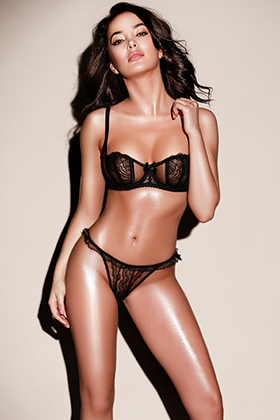 London Brunette Local escort