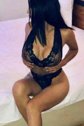 Busty Independent escort in London