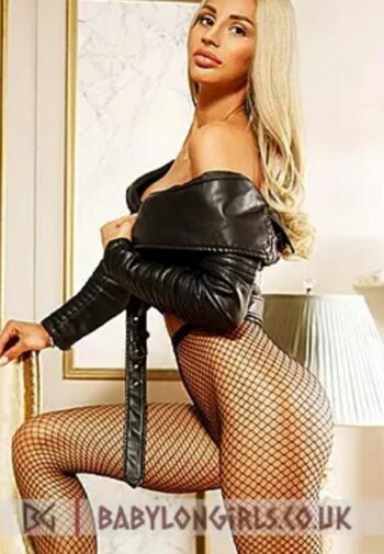 Mature new blonde model in London - Escort classified